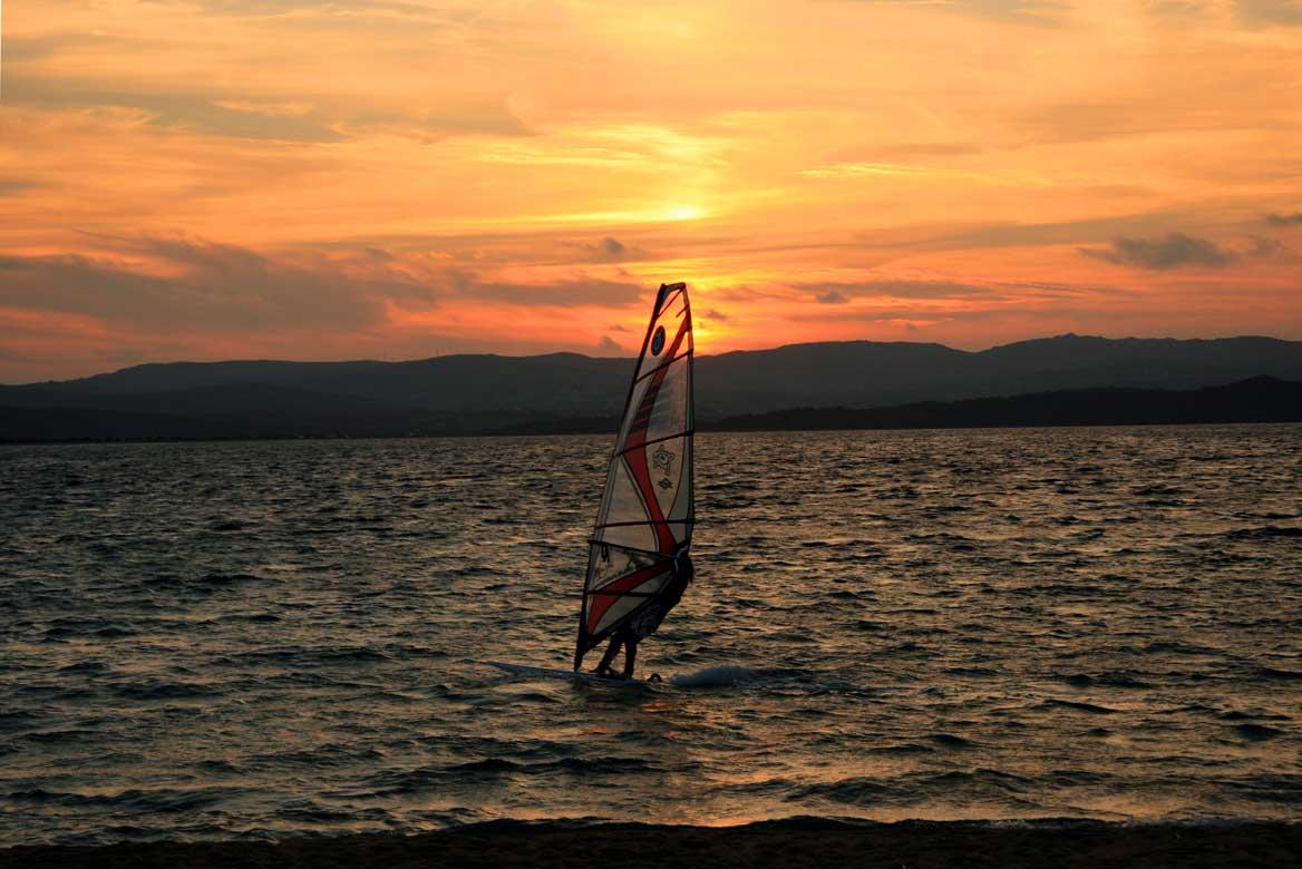 Szörfözés Szardínián - utazás, nyaralás